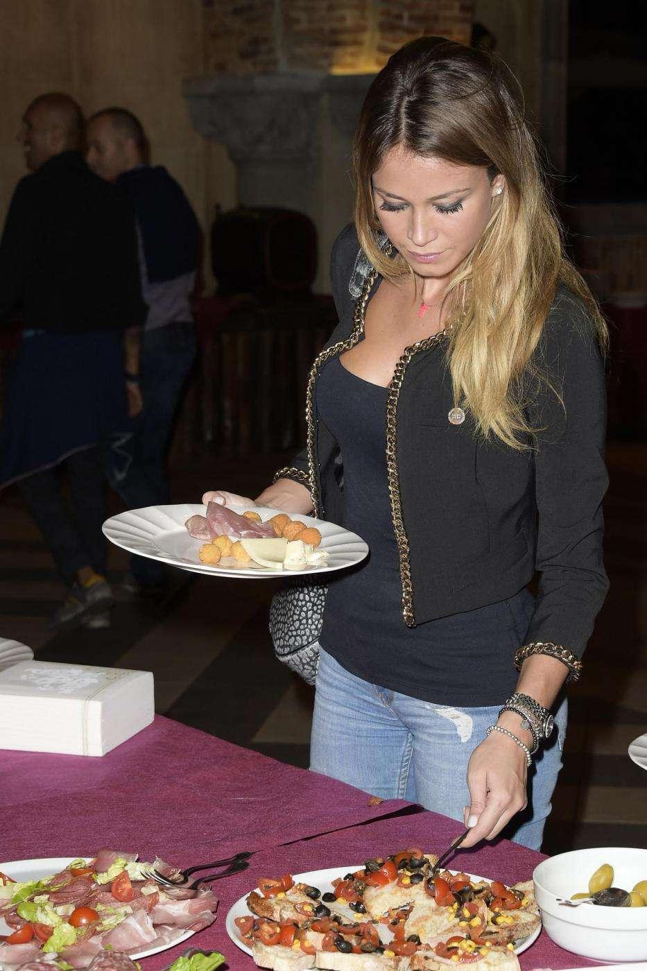 Diletta Leotta ad un buffet