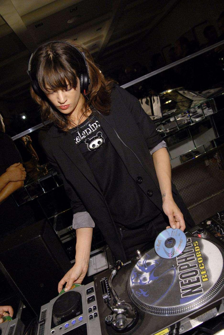 Asia Argento dj
