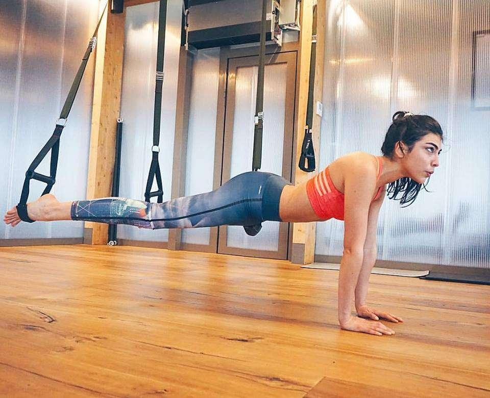 Giulia Salemi fa ginnastica