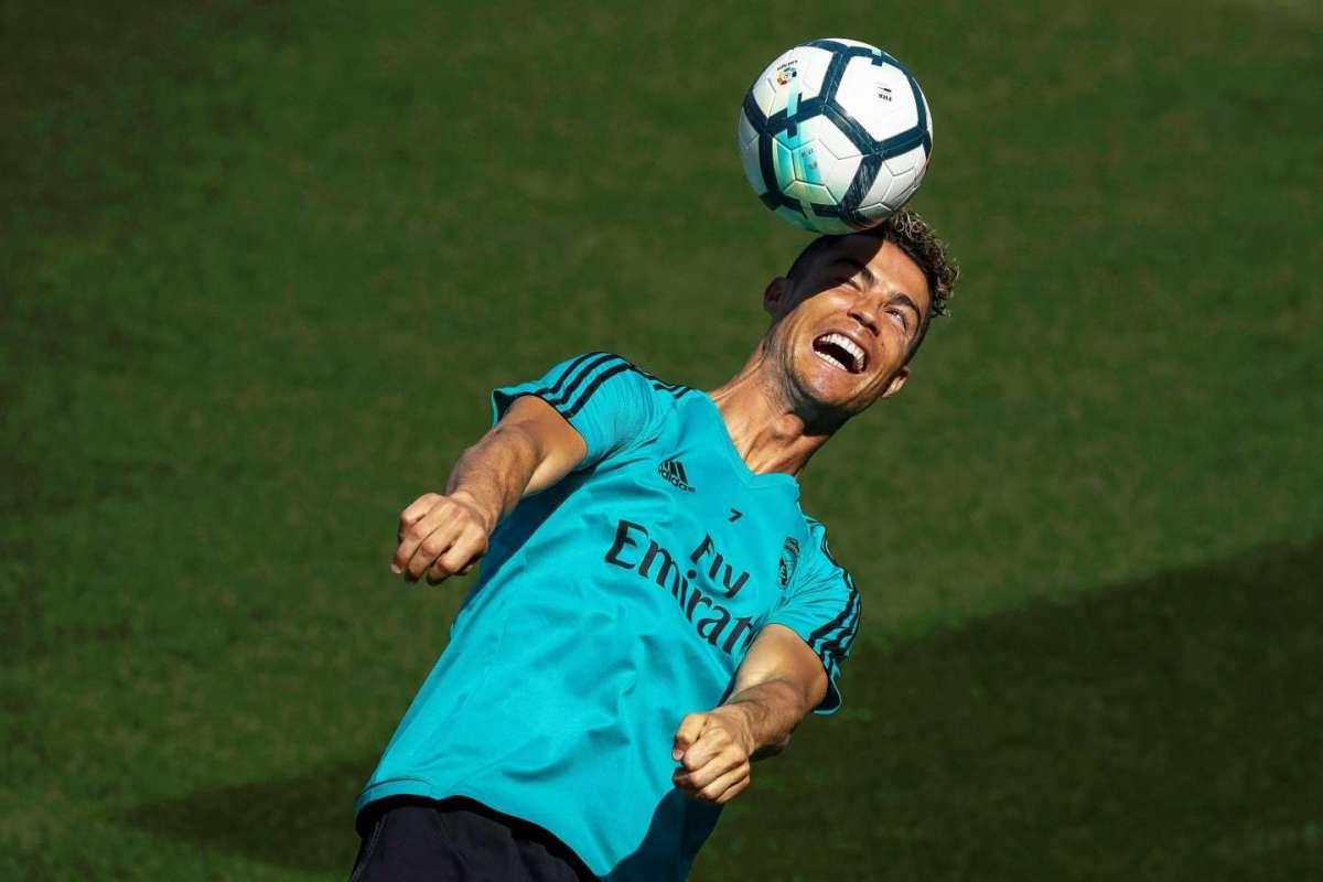 Cristiano Ronaldo di testa