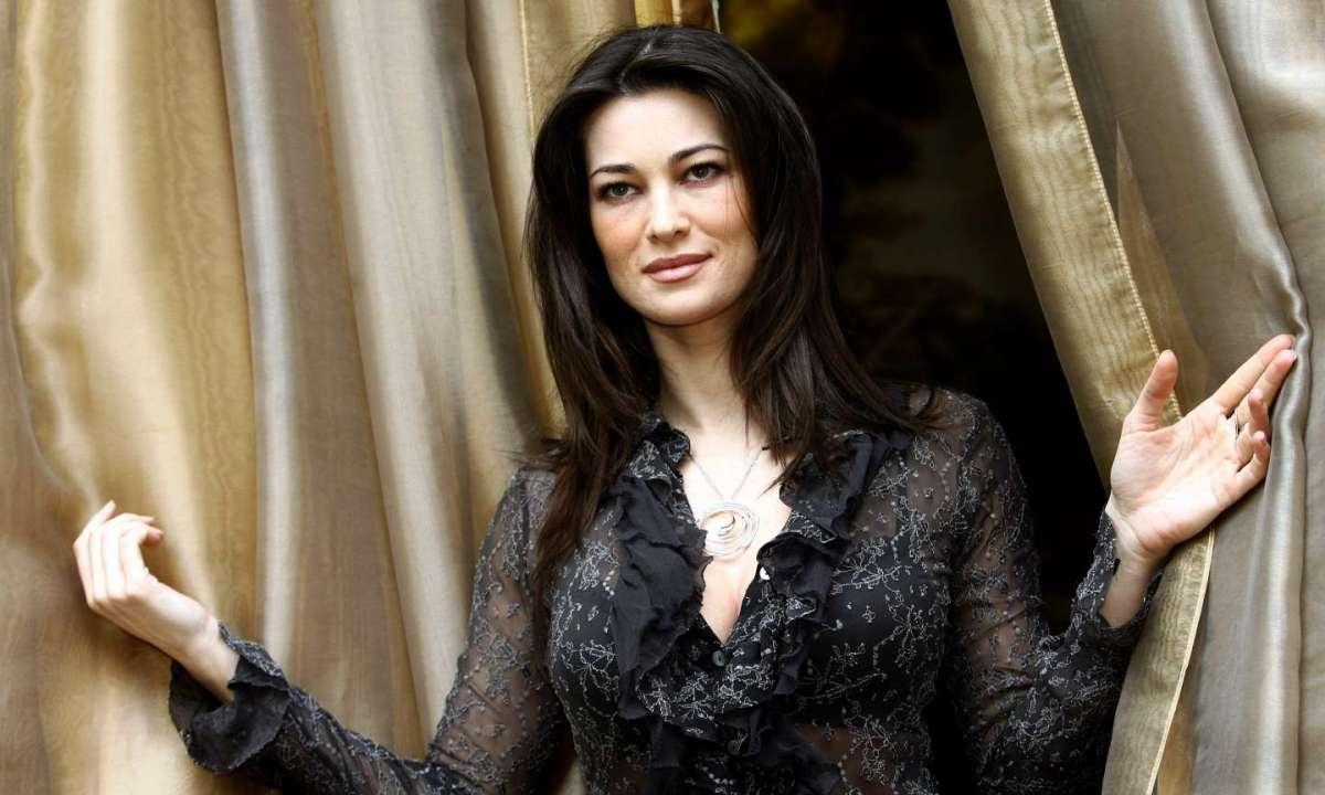 Manuela Arcuri, showgirl in tv