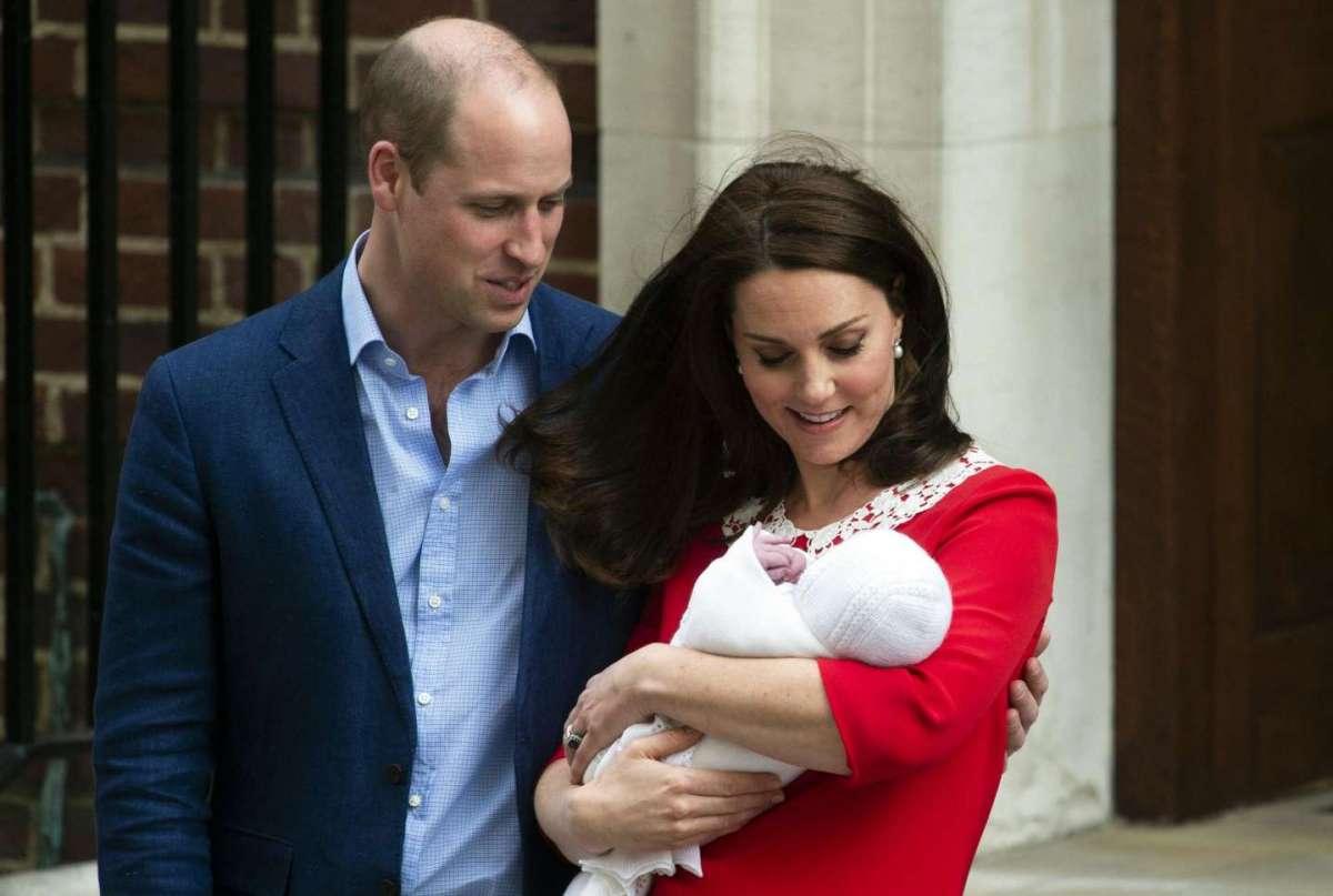 William, Kate e la prima foto con il terzogenito