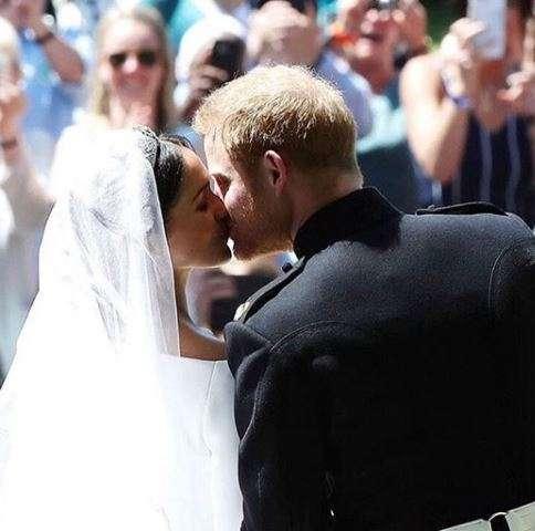 Bacio tra Harry e Meghan