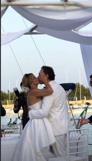 Claudio Santamaria e Francesca Barra sposi in riva al mare