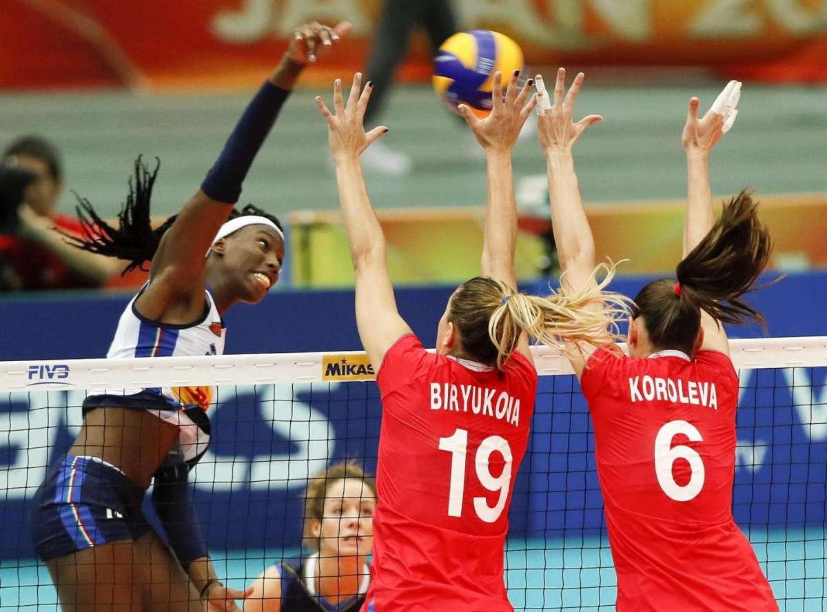 Paola Egonu contro la squadra russa