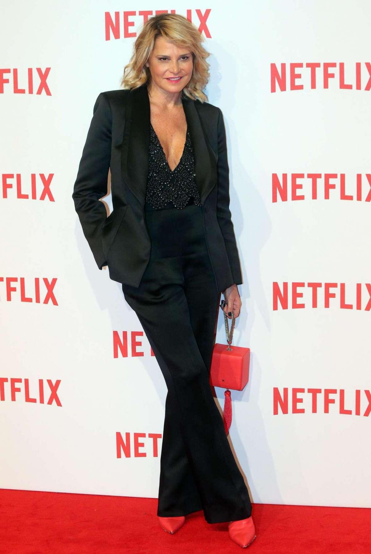 Simona Ventura al gala per Netflix