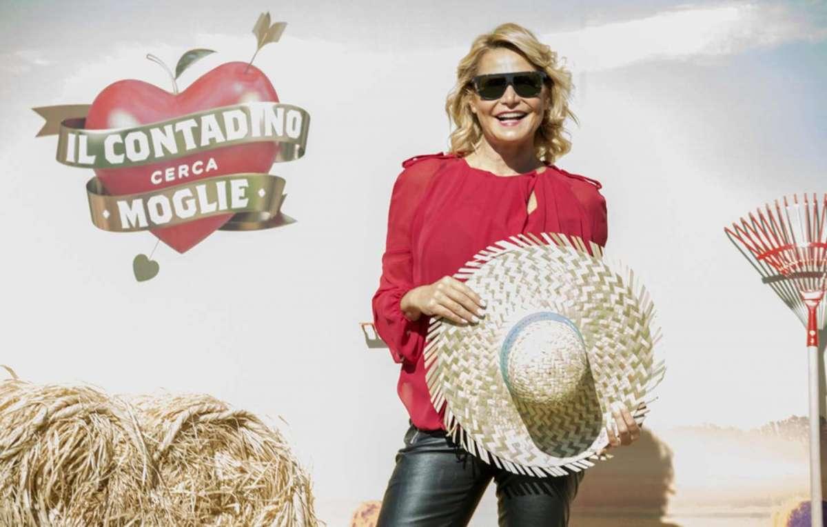 Simona Ventura conduce Il contadino cerca moglie